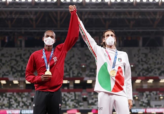 Atletas sobre compartilhar medalha olímpica: 'Mais bonito dividir com amigo'