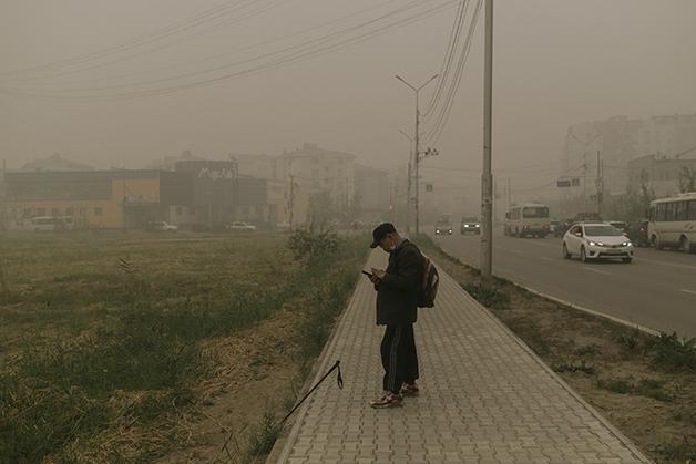 Fumaça tomando conta do vilarejo de Kharyyalakh, em Sakha