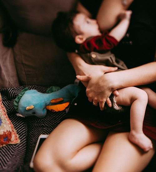 Agosto Dourado: 6 desafios na hora de amamentar e como contorná-los