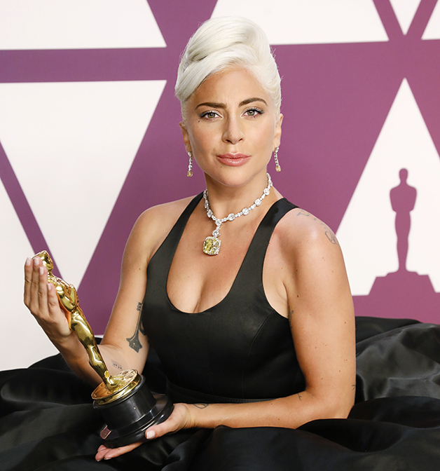 Lady Gaga com o diamante da Tiffany