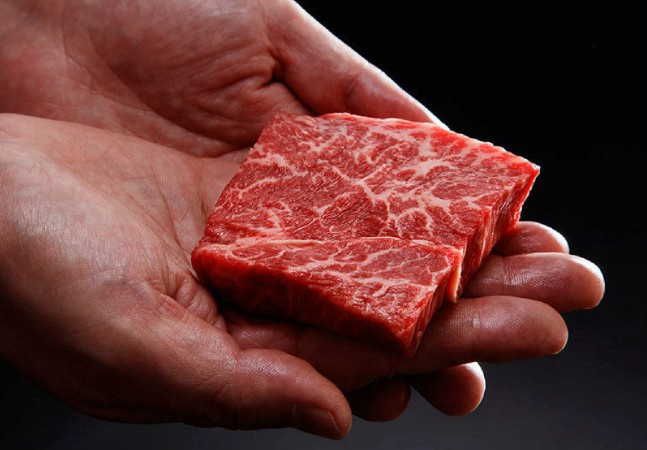Carne wagyu, considerada mais cara do mundo, tem versão feita em impressora 3D