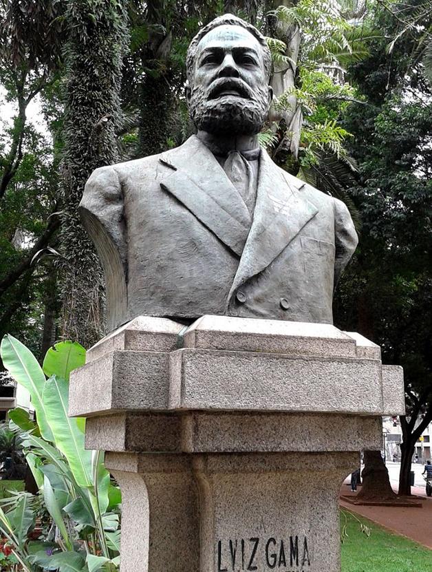 Busto do abolicionista Luiz Gama