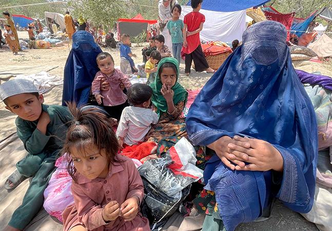 Afeganistão: como domínio Talibã afeta mais mulheres e garotas