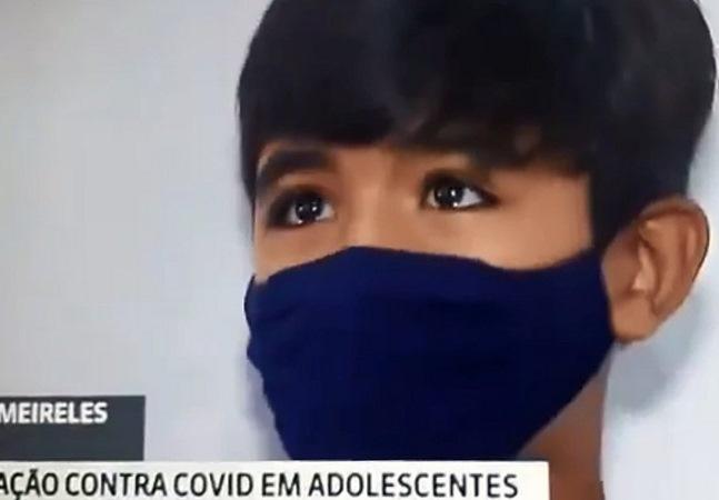 Lucas, de 12 anos, chora ao tomar a vacina contra a covid: 'Perdi minha avó para doença'