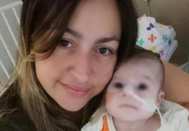 Mãe de bebê que nasceu com 3º braço e metade do coração briga por cirurgia