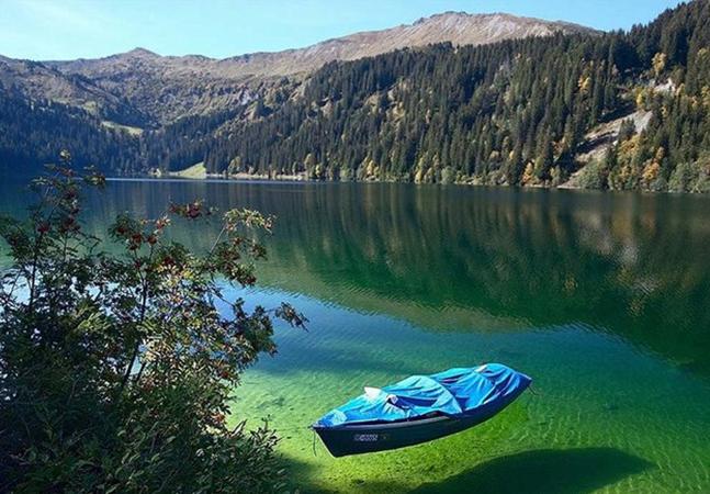 O lago de água doce mais transparente do mundo fica na Nova Zelândia