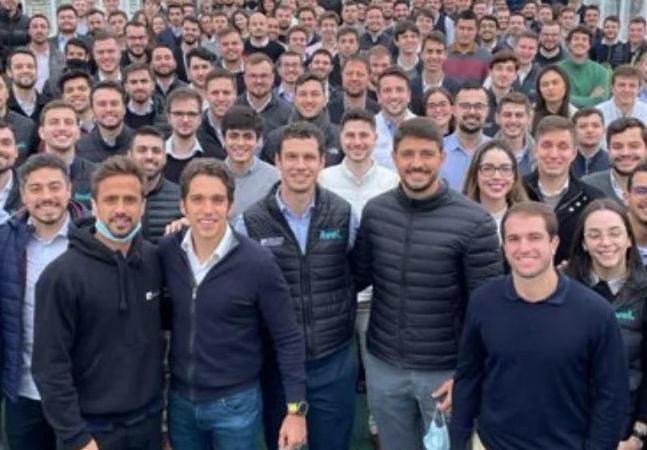 Diversidade: Justiça cobra explicações da XP por foto só com funcionários brancos