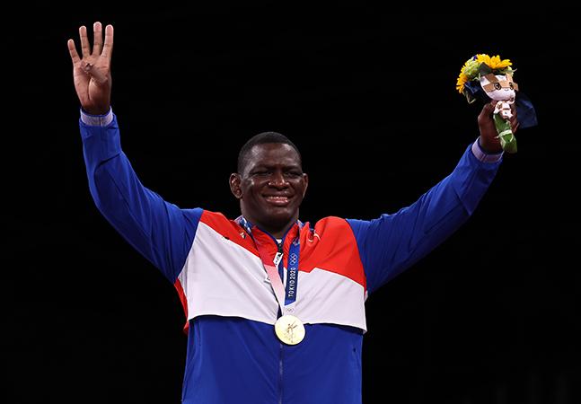 Cubano com 4 medalhas de ouro consecutivas também se dedica à política e homenageou Fidel