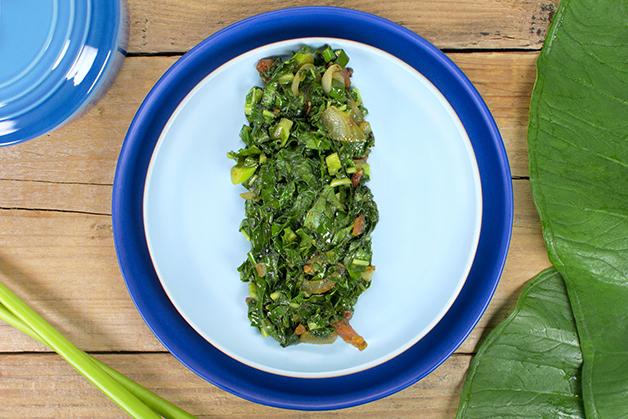 Prato de folha de taioba assada