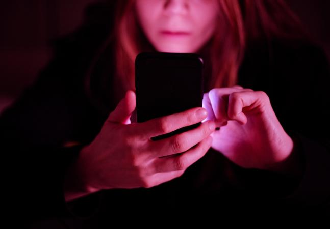 Apps de relacionamento vivem boom de assédio contra mulheres na pandemia