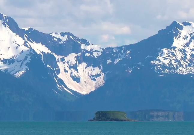 OVNI ou miragem? 'Objeto' em geleira do Alasca intriga e viraliza nas redes; veja vídeo