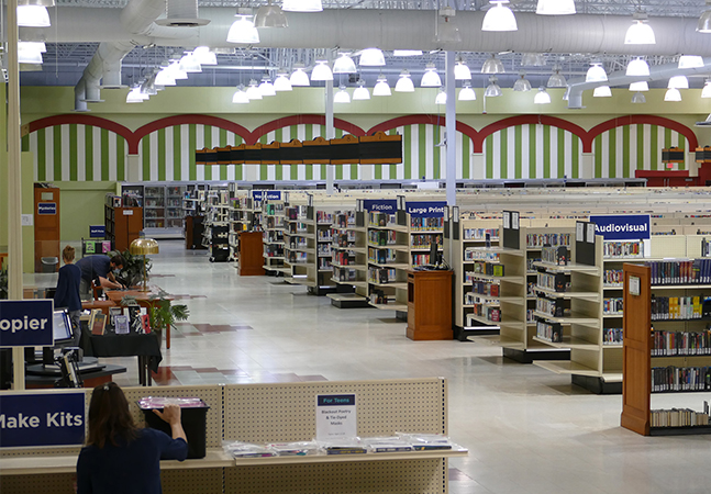 O supermercado que virou biblioteca e agora tem freezers cheios de livros