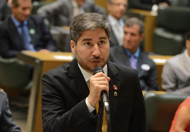 Deputado que apalpou seio de parlamentar vira membro de conselho da criança em SP