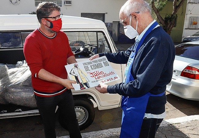 Padre Júlio Lancellotti ganha Kombi em vaquinha virtual para seguir ajudando o próximo
