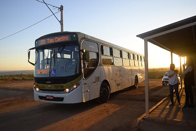 Ponto de ônibus no Sol Nascente