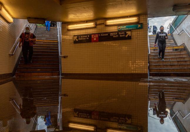 NY sente emergência climática na pele e emite 1º alerta para enchente da história em noite digna de São Paulo