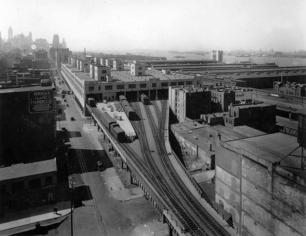 O antigo prédio, quando o local ainda funcionava como terminal ferroviário