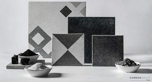 """Os azulejos feitos de """"poluição"""" da empresa indiana Carbon Craft Design"""