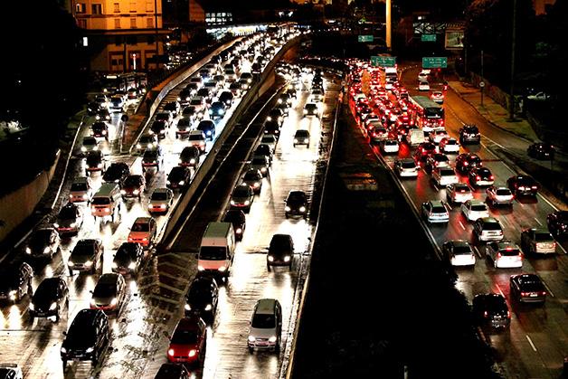 Congestionamento no Vale do Anhangabaú, em São Paulo