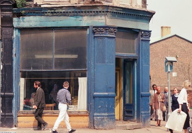 Estas fotos das ruas de Londres nos anos 1980 são uma viagem no tempo-espaço