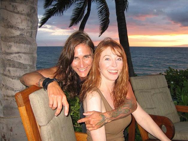 Cassandra com sua namorada, Teresa Wierson