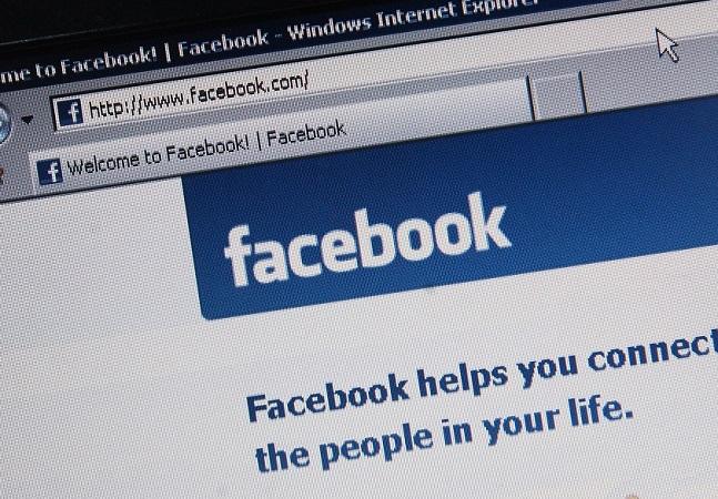 Facebook usa feed para se promover e Mark Zuckerberg muda imagem contra escândalo