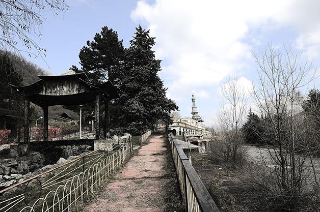 O pagode japonês abandonado em Consonno