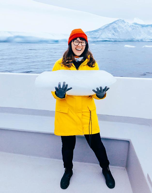 """Passeios turísticos também permitem que os visitantes """"pesquem"""" o gelo milenar"""