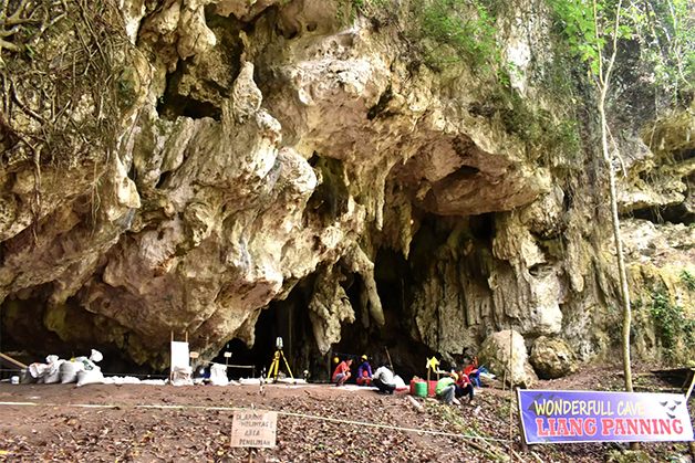 Entrada da caverna caverna Leang Panninge, onde a ossada foi encontrada em 2015