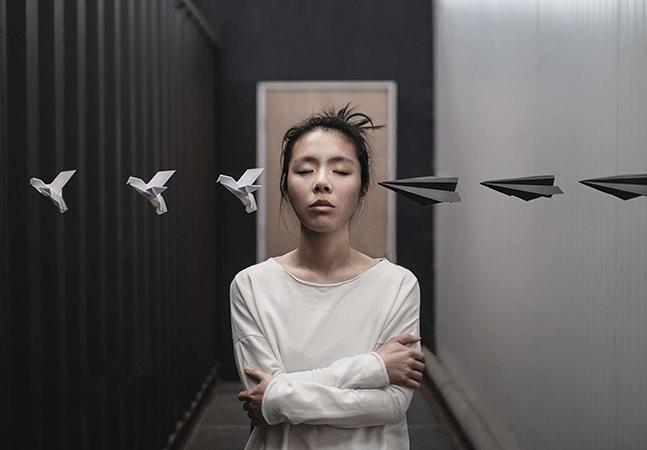 Fotógrafa russa usa minimalismo e surrealismo em busca das profundezas de nossa psique