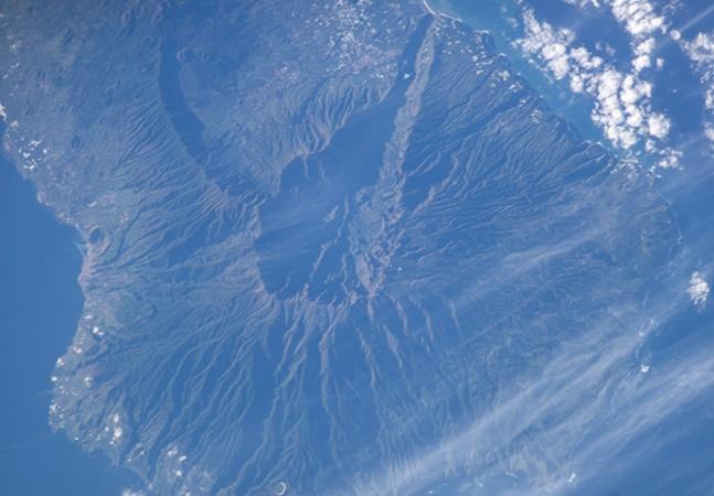 Tsunami na Bahia? Entenda como vulcão no Atlântico gerou alerta entre oceanógrafos