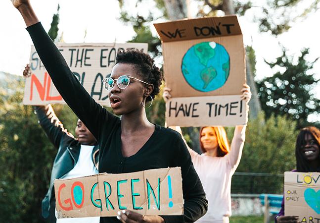 Emergência climática eleva ansiedade e freia desejo de jovens brasileiros por filhos