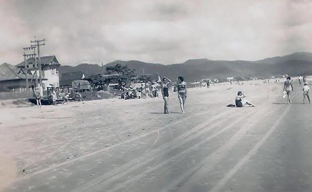 Praia de Balneário Camboriú nos anos 40