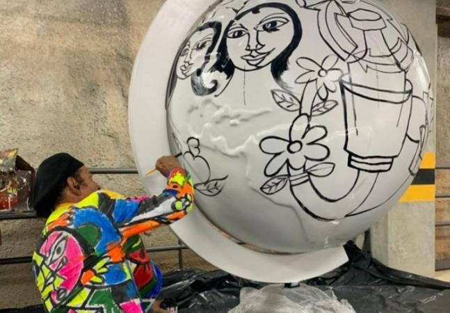 Com Mundano, exposição debate clima com globos terrestres em cartão-postal de Salvador
