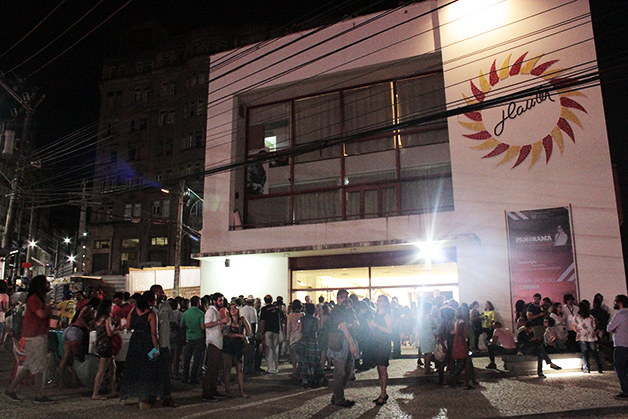 O local lotado para a abertura do XI Panorama Internacional Coisa de Cinema, em 2015