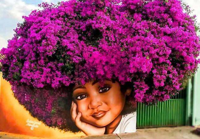 Ela cria grafites usando a força das árvores para representar o poder da mulher negra
