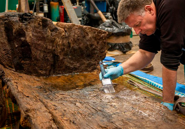 O que se sabe sobre o caixão e o machado raro de 4 mil anos encontrados na Inglaterra