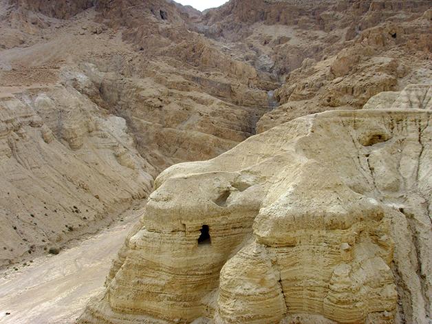As cavernas em Qumran, onde os manuscritos foram encontrados