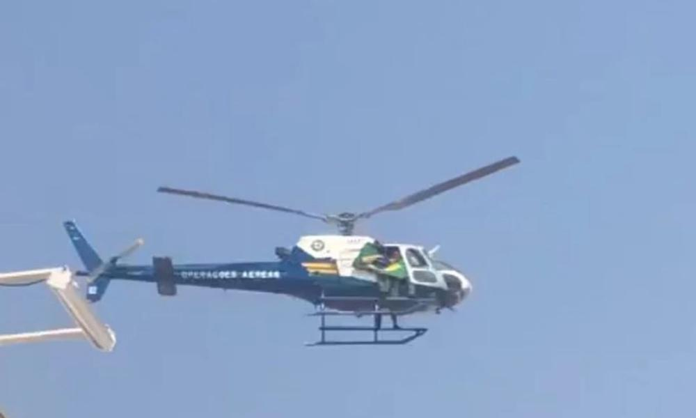 Professora é afastada por criticar Bolsonaro e helicóptero sobrevoa escola com bandeira do Brasil