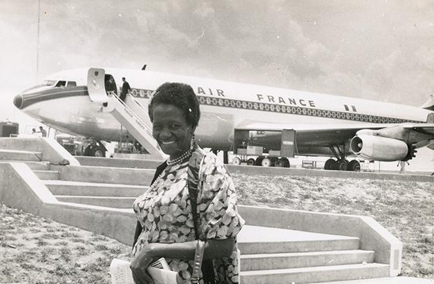 Carolina em vias de embarcar em um avião da Air France