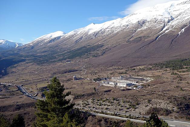 Visão do Laboratório Nacional de Gran Sasso, na cordilheira italiana dos Apeninos
