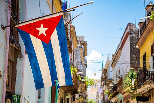 Bandeira de Cuba nas ruas de Havana