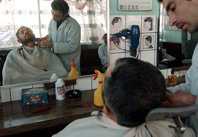 Talibã volta a proibir homens de apararem ou rasparem a barba no Afeganistão