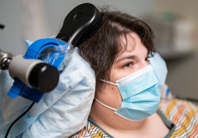 Depressão: dispositivo experimental implantado no cérebro pode ser capaz de detectar e controlar a doença