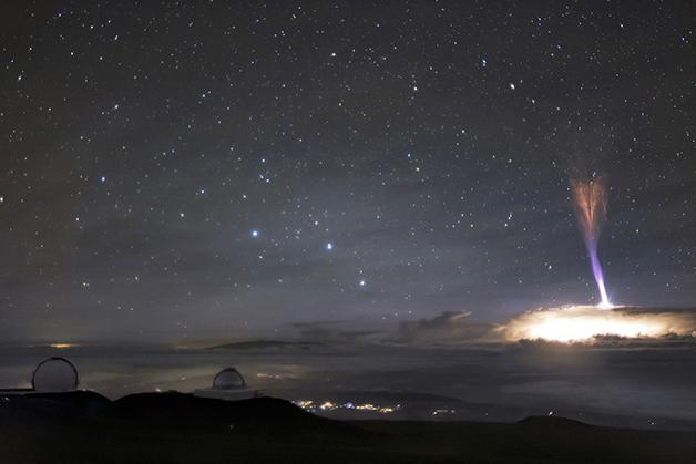 """Um """"jato gigante"""" capturado por um telescópio em grande distância no Havaí"""