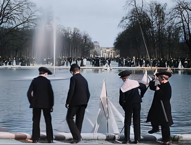"""Cena de """"Um domingo em Paris"""", dos irmãos Lumière"""