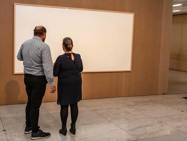 """O museu incluiu as telas em branco na exposição """"Work it Out"""""""