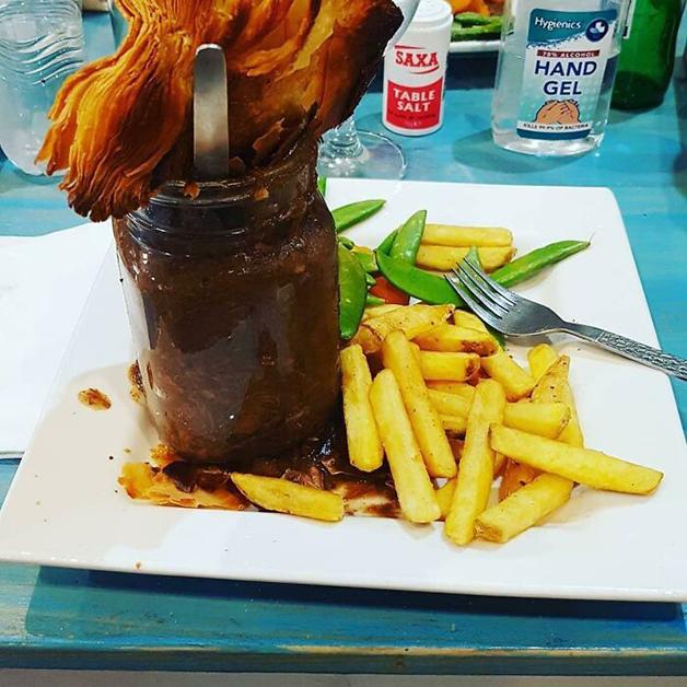 Carne servida dentro de um pote