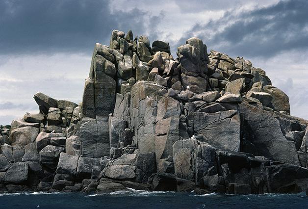 Uma das Western Rocks, das Ilhas Scilly, vista de perto