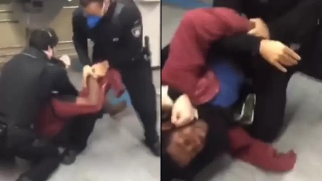 Homem negro com bebê é agredido por policiais no metrô de SP: 'A criança entrou em desespero'